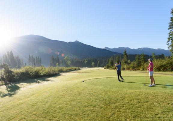 Abschlag beim Golfplatz Kitzbüheler Alpen Westendorf