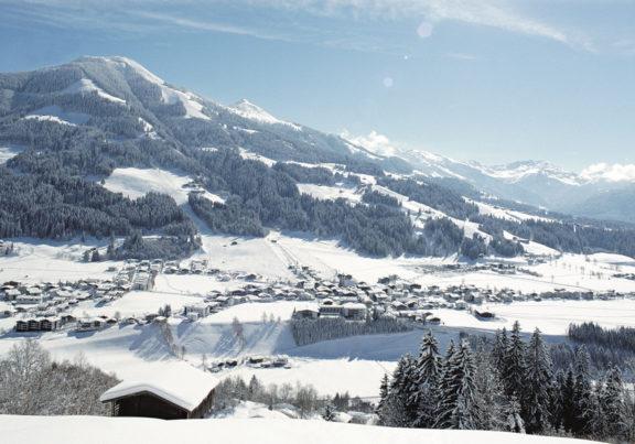 Ausblick auf Westendorf in Tirol im Winter