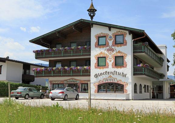 Außenansicht Hotel Glockenstuhl in Westendorf im Sommer