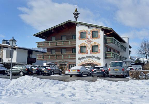 Außenansicht Hotel Glockenstuhl in Westendorf im Winter