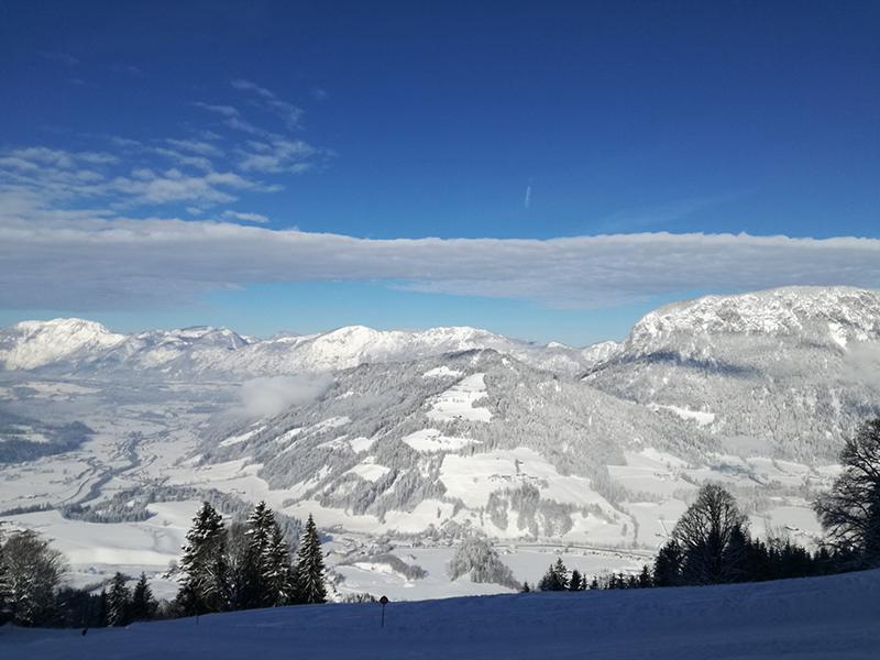Ausblick auf das tief verschneite Inntal